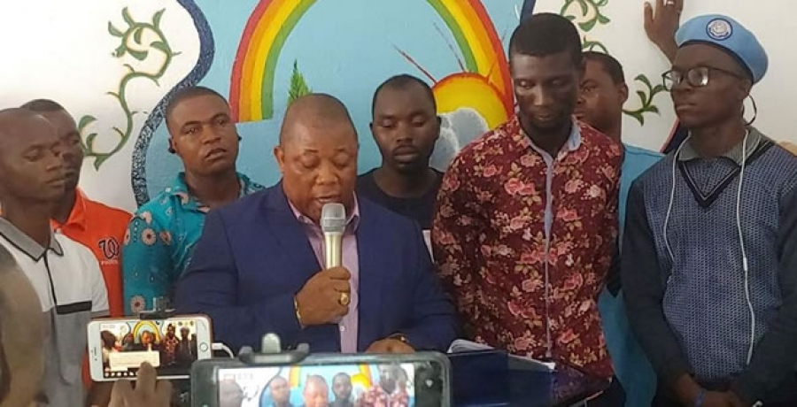 CDC National Chairman, Mr. Mulbah K. Morlu, flanked by some officials of the party, delivering the strong worded statement Yesterday
