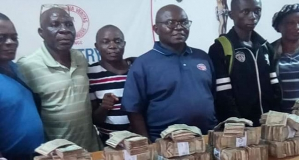 Bishop Doyen Gives L$1.2 million Micro Loan To Marketers